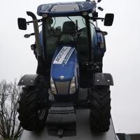 Ahol az égből is traktor potyog