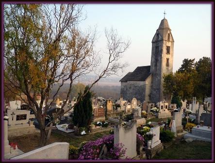 032 Egregyi román templom a régi temetőben.JPG