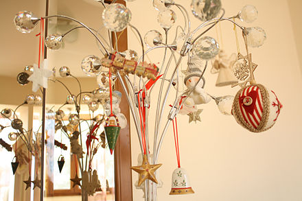 christmas_decorations_in_a_private_home_europe.jpg