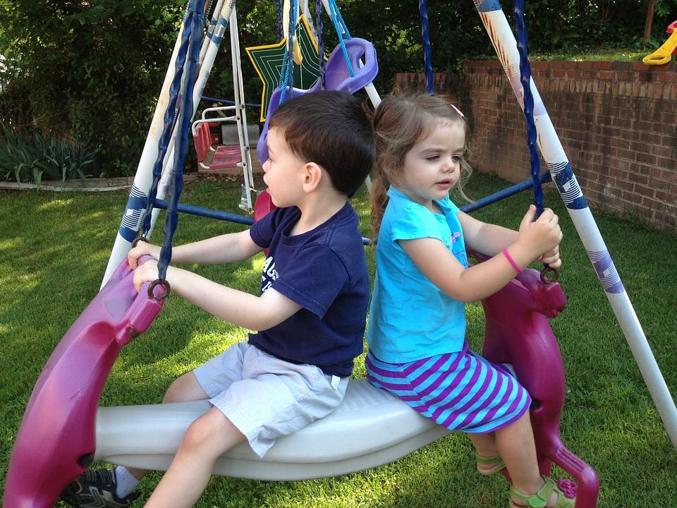 kids-at-swing-1185902_960_720.jpg