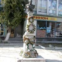 Felújított Kossuth-szobrot avattak újra Kárpátalján