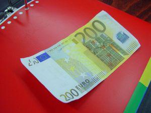 YfEj euró