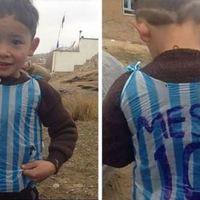 Emlékeztek a nejlonszatyor Messi-mezes afgán kisfiúra? Nos, nem ő volt az első...