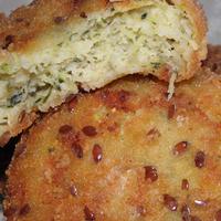 3 sajtos cukkinifasírt lenmagos-parmezános bundában