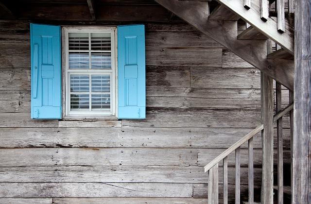 shutters-669296_640.jpg