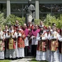 Ferenc pápa jóváhagyta az SSPX házasságok elismerését