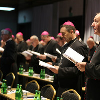 Egyenes beszéd helyett burkoltan mond nemet az újraházasodottak áldoztatására a lengyel püspöki kar végső AL-instrukciója
