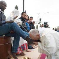 Egy pápai lábmosás és az Egyház válságának története