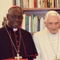 XVI. Benedek és Robert Sarah a papi cölibátusról