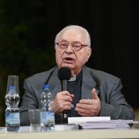 Megszavazták-e a szinódusi atyák az újraházasodottak áldozását? Szabó Ferenc SJ azt állítja hamisan, hogy igen.