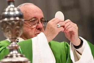 Ferenc pápa jóváhagyta az új olasz nyelvű miseszöveget