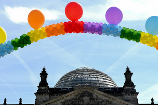 """A német püspökök """"tisztelettel vannak az azonos nemű kapcsolatok iránt"""""""