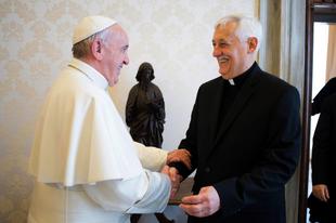 Magyarázkodik a jezsuita generális - rosszul