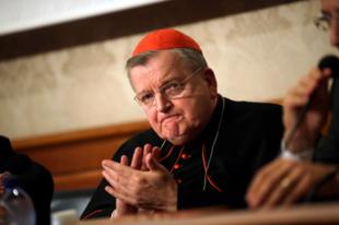 """Raymond Burke bíboros: """"A pápa ellenségének mondanak"""""""