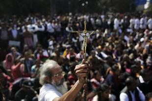 Adventi papverés és keresztényüldözés Indiában