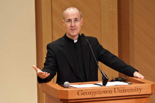 James Martin SJ: Frissíteni kellene a Katekizmus homoszexualitásról szóló részét