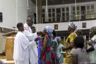 Afrikában lezárták az újraházasodottak áldoztatásának kérdését