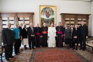 Ferenc pápa: Hiba volt nem laicizálni Mauro Inzolit, ilyen nem fordul elő többet.