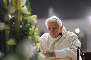 Benedek pápa két magánlevélben vitatta meg Brandmüller bíborossal a lemondását