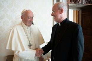 Ferenc pápa új Katekizmusával támadja James Martin az USA Legfelsőbb Bíróságának katolikus bíráját