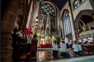 """Katolikus """"falut"""" szeretne létrehozni Angliában a Szent Péter Papi Testvérület"""