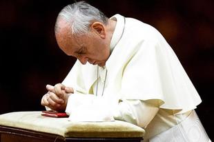 """Ferenc pápa szerint át kellene írni a """"Miatyánk"""" szövegét"""