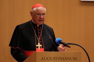Müller bíboros: A nők felszentelt szolgálatának lehetetlensége az Egyház dogmája
