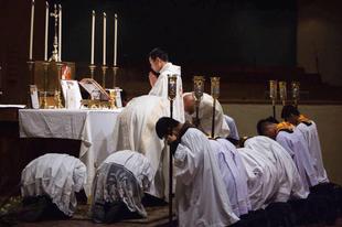 Az Egyház dogmája a papi cölibátusról