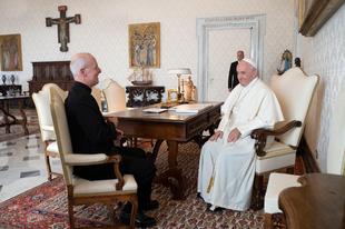 Magánkihallgatásra hívta meg Ferenc pápa az LMBT-lobbista James Martint