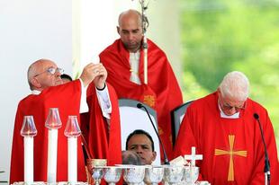 Ezért kerüli Ferenc pápa az áldoztatást?