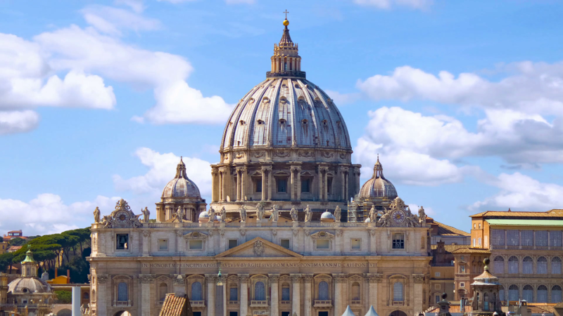 videoblocks-vatican-city-st-peters-basilica-time-lapse-with-cloud_baujtl_ccg_thumbnail-full01.png