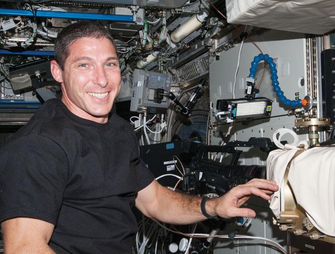 0305_0003_astronaut.jpg