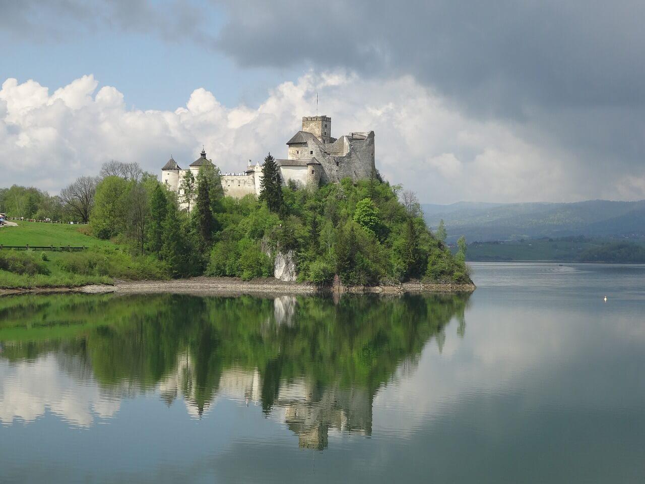 castle-niedzica-905943_1280.jpg
