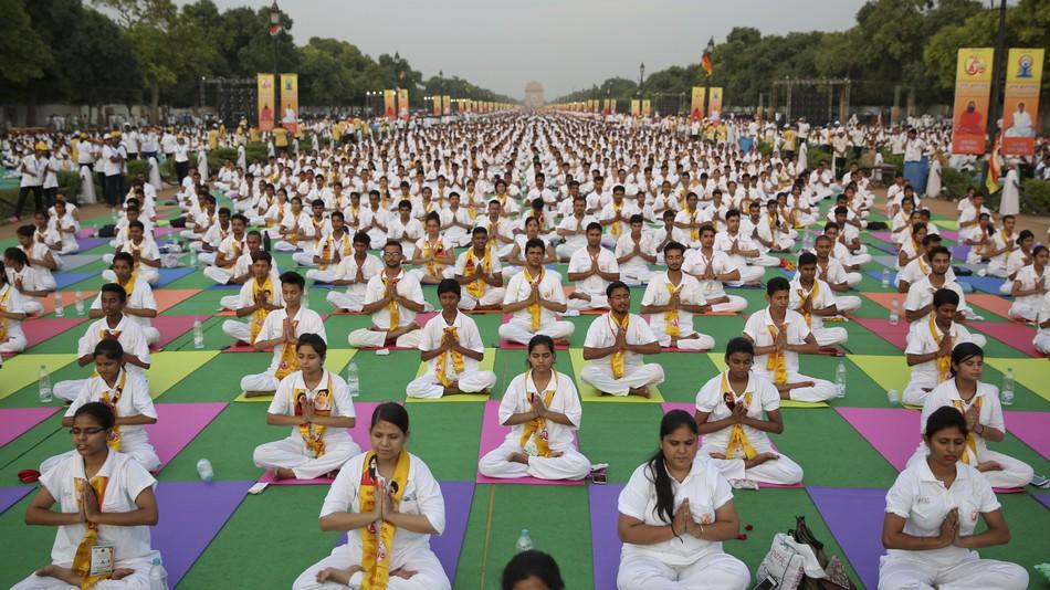 india_0406_yoga.jpg