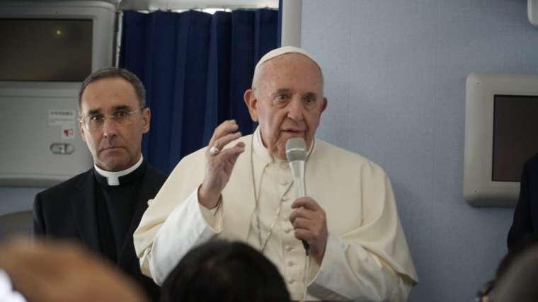 pope_on_japan_flight.jpg