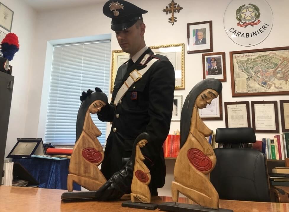 san-pietro-le-statuette-rinvenute-dai-carabinieri-1.jpg