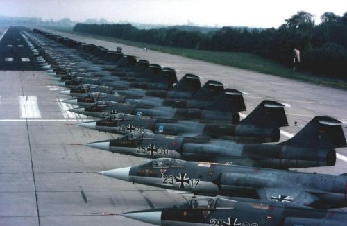 Lockheed-F-104-Starfighters-in-German-Luftwaffe-service.jpg