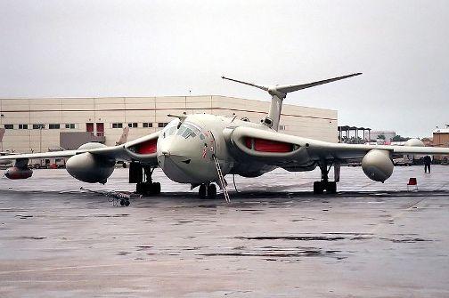 800px-Handley_Page_Victor_in_Jubail_naval_airport.jpg