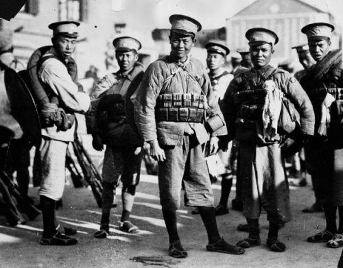 kantoni-katonak-szovjet-felszereles_2.jpg