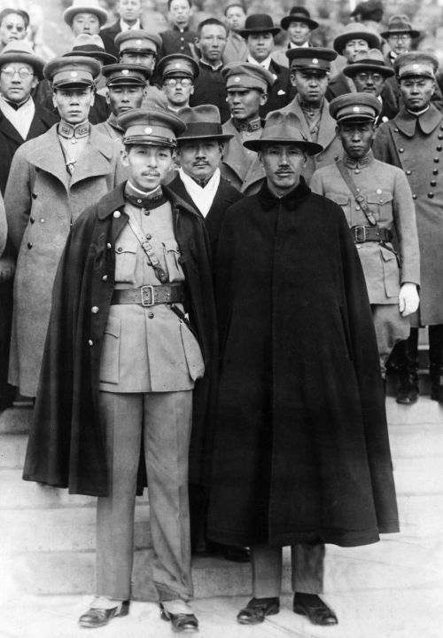 zhang_xueliang_and_chiang_kai-shek_2.jpg