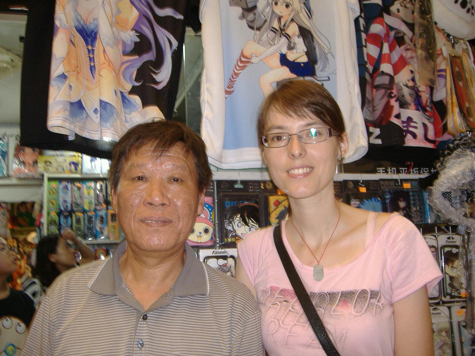 Az Otaku bolt tulajdonosával :)