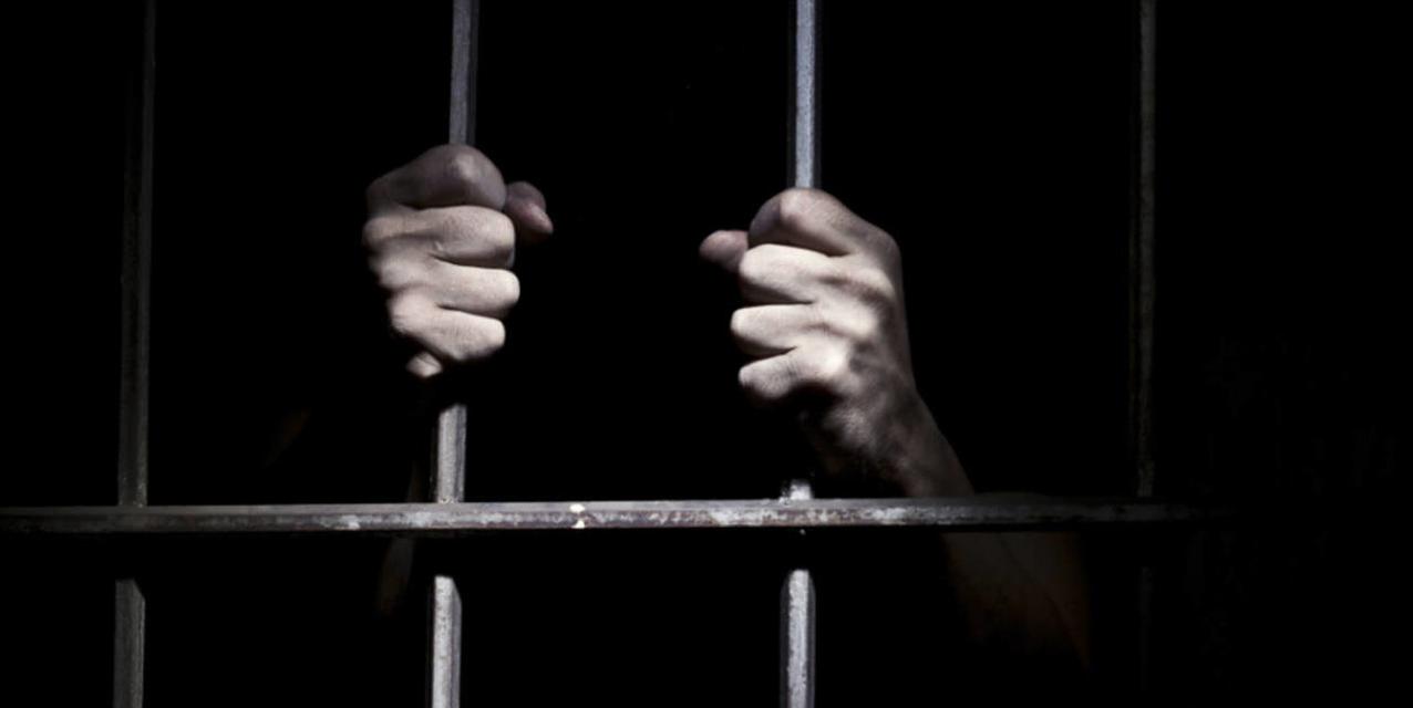 A lopás akkor is lopás, ha a törvény őrei éppen félrenéznek