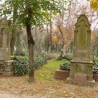 Honlapot és publicitást kapott a Szentháromság temető