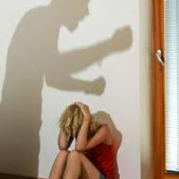 Csak a baj van Velem?- előadás és beszélgetés a nőket érintő szóbeli bántalmazásról