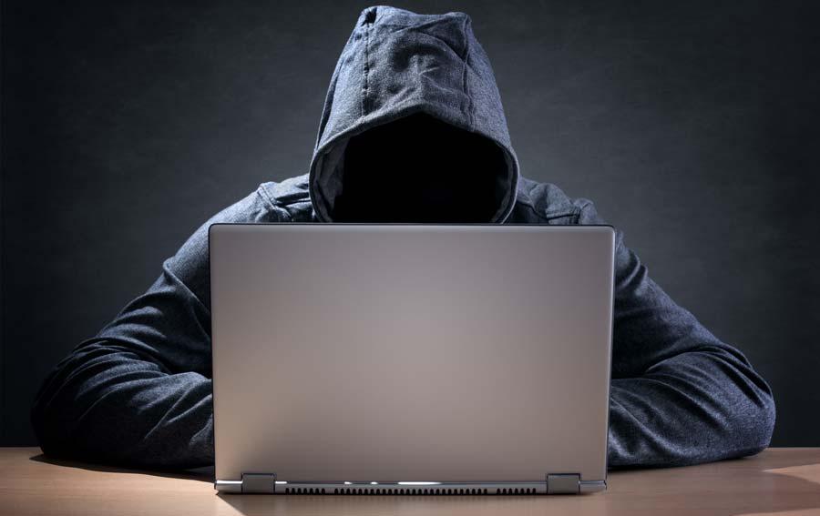 csuklya-ismeretlen-laptop-hacker.jpg