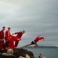 Egy tipikus ír karácsonyi hagyomány: úszás a tengerben