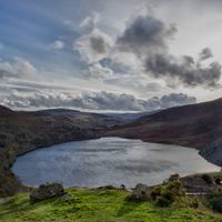 Luggala, gerinctúra a Guinness-tó felett