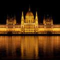 Kínzó kérdés: Hány tonna füvet termelhetne a Parlament új díszkivilágítása?