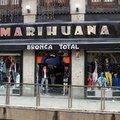 Marihuana nevű ruhabolt a főtértől 500 méterre?