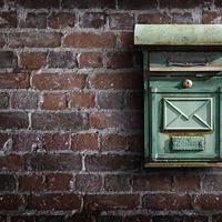 Utálom a postást